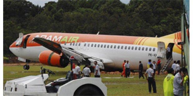 Passagierflugzeug schoss über Landebahn hinaus