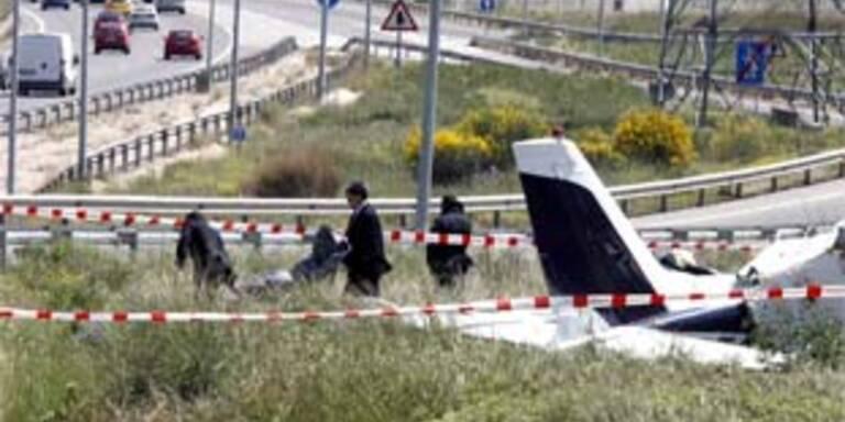Kleinflieger stürzt bei Madrid ab - Zwei Tote
