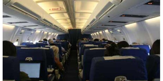 Flug-Passagier urinierte auf Frau