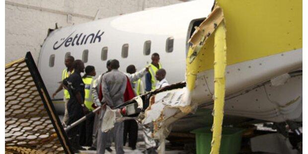 Flugzeug rast in VIP-Lounge
