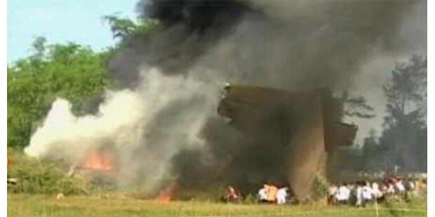 Mindestens 98 Tote bei Flugzeugcrash