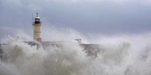 Hurricane Bertha sorgt für Flutwellen
