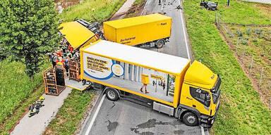 Crash mit Post-Lkw: Autolenker (47) tot