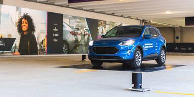 Dieser Ford parkt völlig ohne Fahrer ein