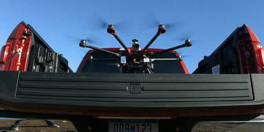 Roboterautos: Ford mit Drohne, GM mit Bolt