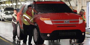 Ford Explorer aus 380.000 Legosteinen