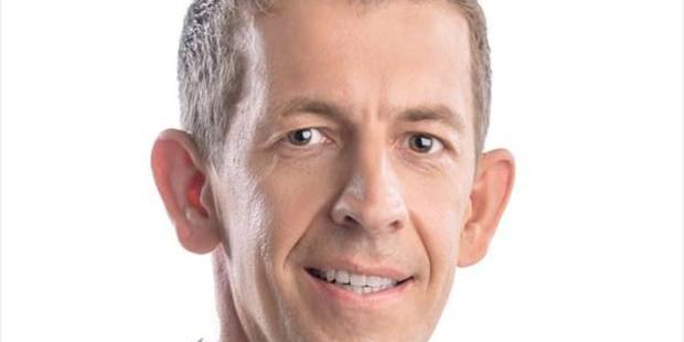 FPÖ-Schaukasten mit Rasierklingen präpariert