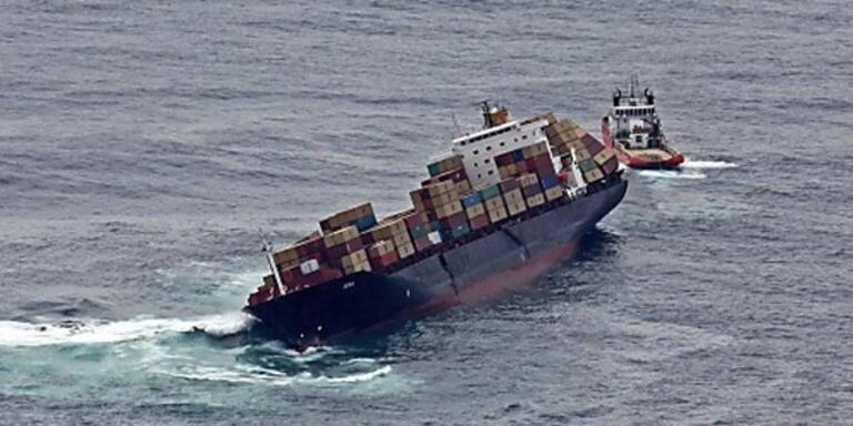 Riesiger Riss: Bricht Frachter auseinander?