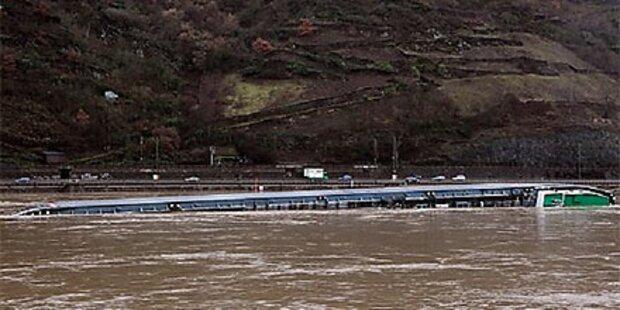 Schwefeltanker auf dem Rhein gekentert