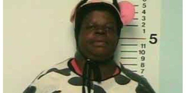 Frau in Kuh-Kostüm verhaftet