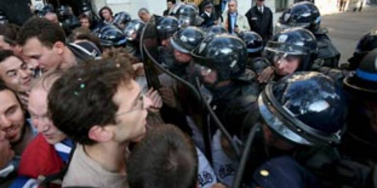 Polizei geht gegen Studentenproteste vor