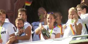 Deutsche Olympiamannschaft in Frankfurt empfangen