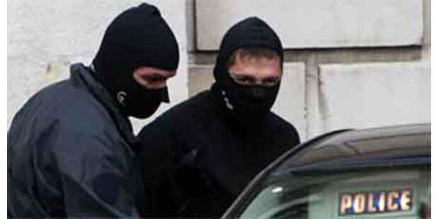 Jugendliche stürmen Schule bei Paris