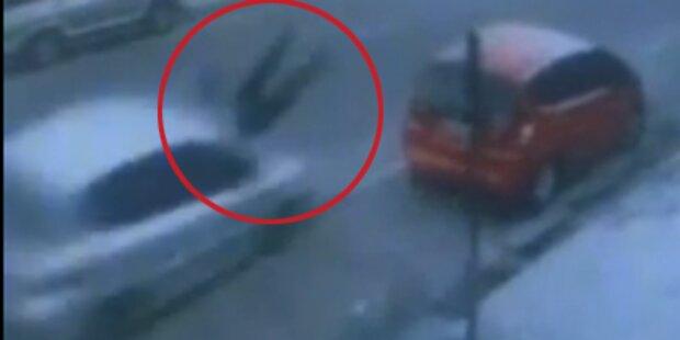 Frau von Auto gerammt - sie überlebt