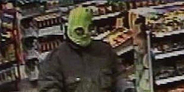 Maskierter Räuber überfällt Tankstelle
