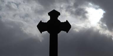 79-Jährige auf Friedhof vergewaltigt