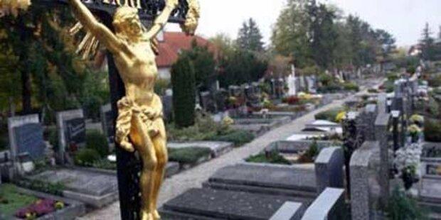 Unbekannte verwüsten Friedhof in Salzburg