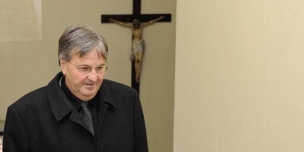 Pfarrer Friedl: Erste Messe im Rollstuhl