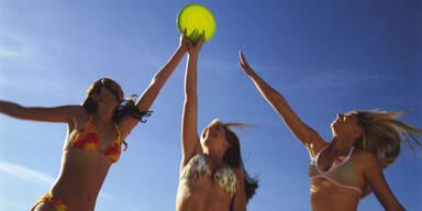 Bikini-Figur mit dem Strand-Workout