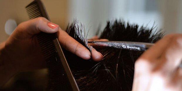 Mieser Haarschnitt: Frau will Friseur erschießen
