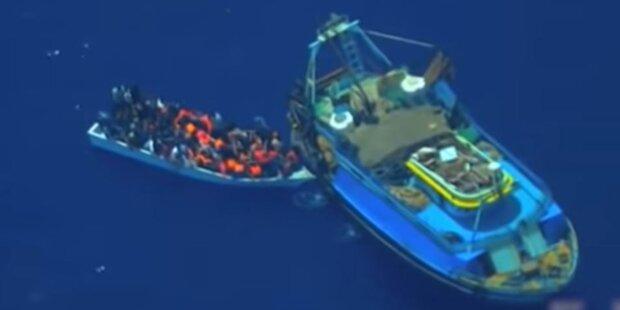 81 Menschen auf Fischerboot gequetscht