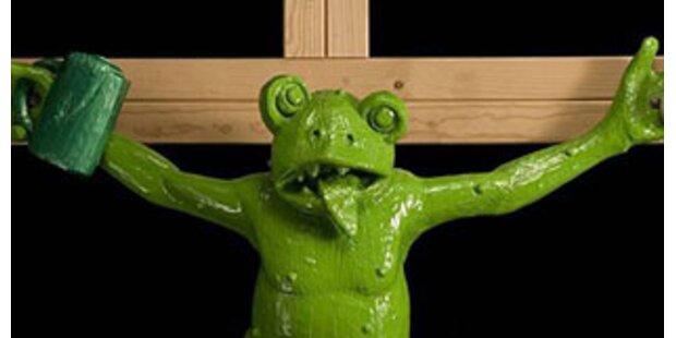 Der gekreuzigte Frosch wird zur neuen Kultstätte
