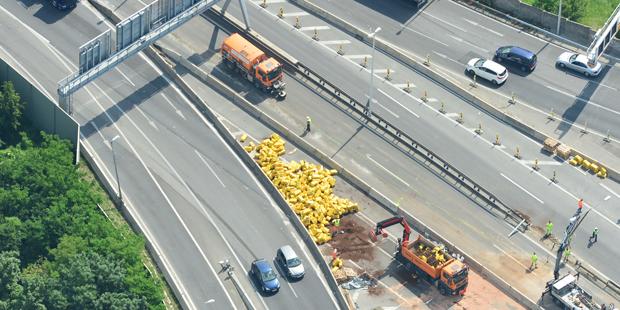 Lkw-Unfall legt A23 lahm
