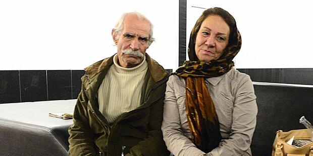 Paar sitzt schon tagelang im Flughafen Wien fest