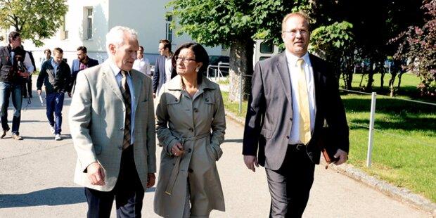Ministerin besucht Asyllager