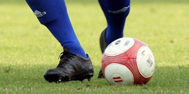 Spielen Sie gegen Fußball-Legenden