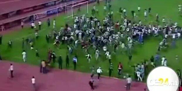 Ägyptische Fans stürmen Champions League Spiel