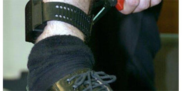 Fußfesseln für Gewalttäter gegen Frauen