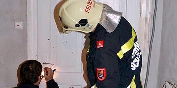 Feuerwehr befreit Kleinkind aus Wohnung