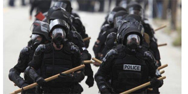Polizei mit Tränengas gegen G-20-Demo
