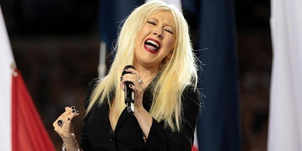 Aguilera singt die Krise weg