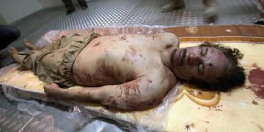 Gaddafis Leiche in Lagerhalle