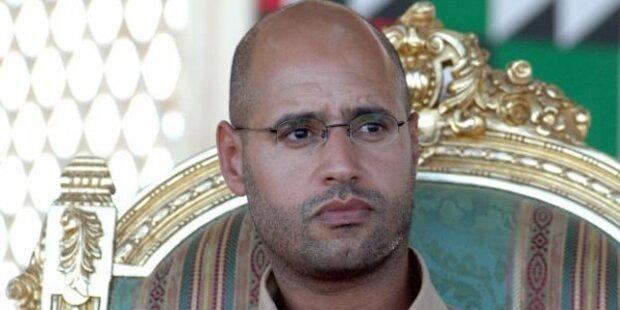 Gaddafi: Waffenpass nach Flucht
