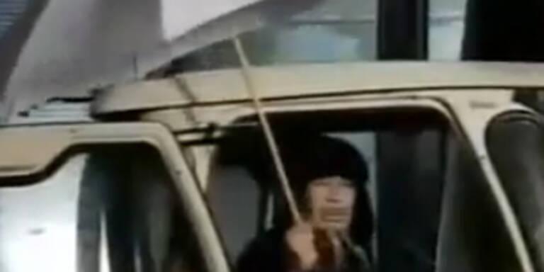 Gaddafi zeigt sich mit skurrilem TV-Auftritt