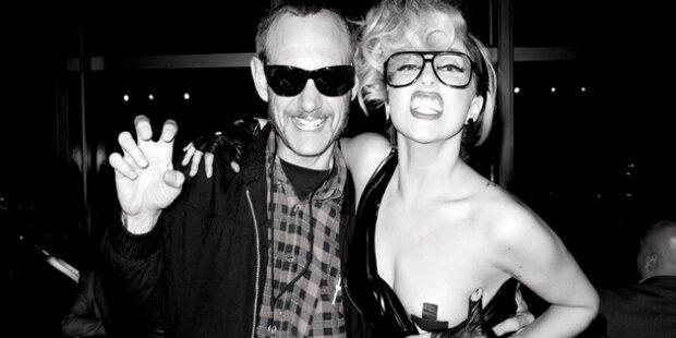 Lady Gaga twitterte Busen-Bild