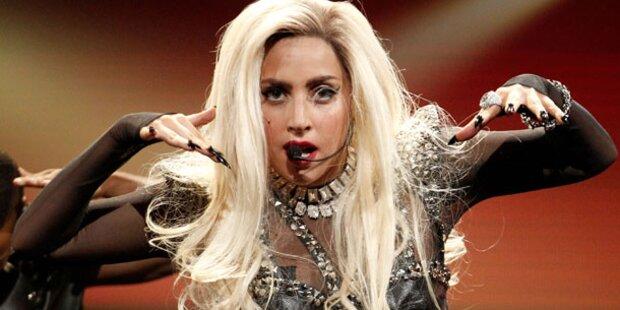 Gaga: Mannequin mit pinken Schamhaaren