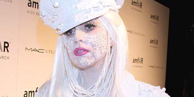 Lady Gaga als weiße Schnee-Perle