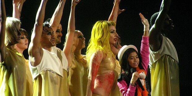 Lady Gaga singt live mit Maria Aragon