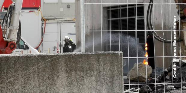 Explosions-Alarm: Cobra schoss auf Gasflasche