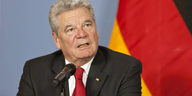 Gauck stoppt ESM und Fiskalpakt