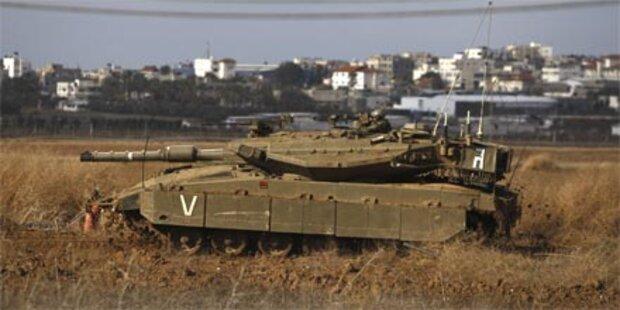 Palästinenser: Israelische Panzer im Gazastreifen
