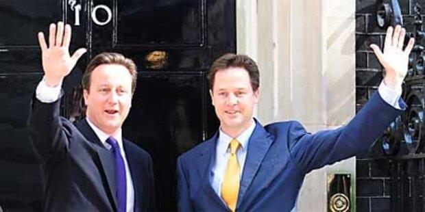 Neue britische Koalition nimmt Arbeit auf