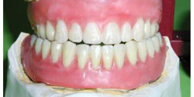 Zahnarzt riss Patientin Prothese aus dem Mund