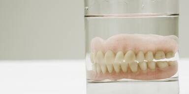 Mann riss Frauen beim Sex Zähne aus