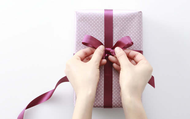 Geschenke in 15 Sekunden verpacken