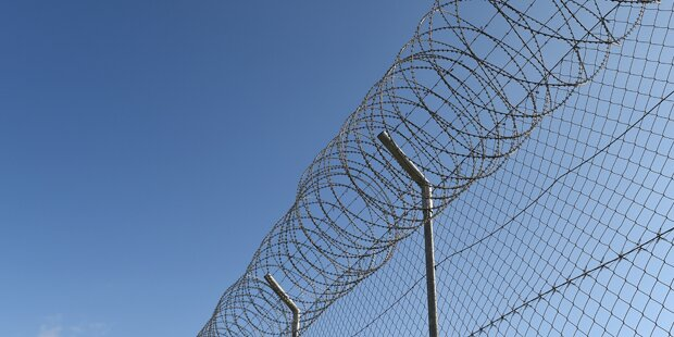 Soldaten schnappen flüchtenden Häftling